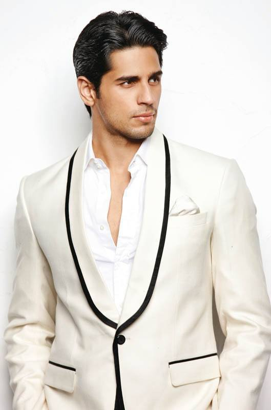 2-A-Professional-and-Bossy-Outfit-1 Sidharth Malhotra Outfits-30 Best Dressing styles of Sidharth Malhotra to Copy