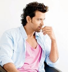 20-A-Comfortable-Beach-Getup Hrithik Roshan Outfits-30 Best Dressing Styles of Hrithik Roshan