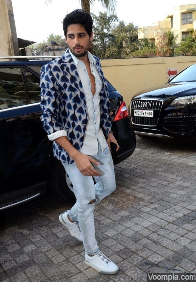 20-A-Vintage-Heroic-Outfit Sidharth Malhotra Outfits-30 Best Dressing styles of Sidharth Malhotra to Copy