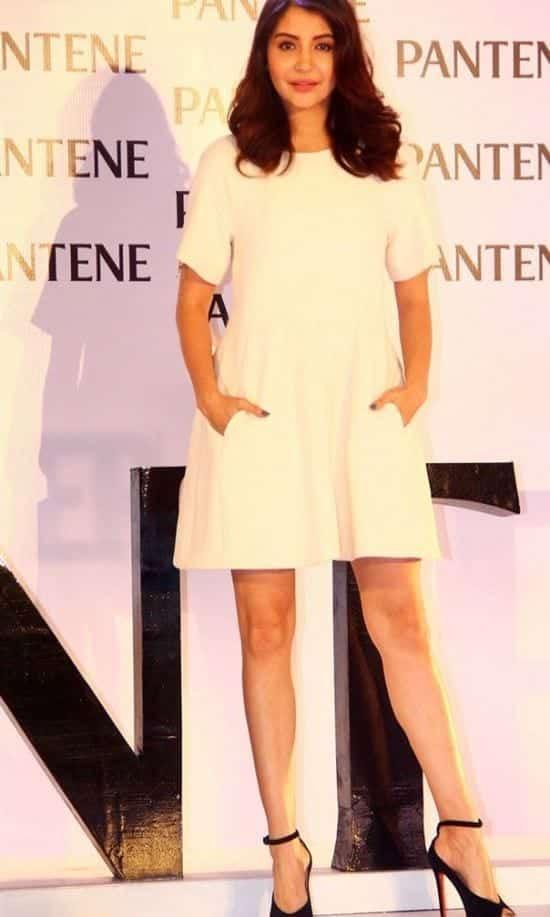 20-Anushka-Sharmas-Simplest-and-Sexiest-Look Anushka Sharma Outfits-32 Best Dressing Styles of Anushka Sharma