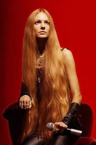 20-The-Ginger-Metal-Singer-With-Longest-Hair Longest Hair Women-30 Girls with Longest Hair In the World