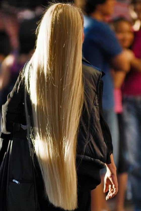 22-The-Girl-with-Stylish-Blonde-Glow Longest Hair Women-30 Girls with Longest Hair In the World