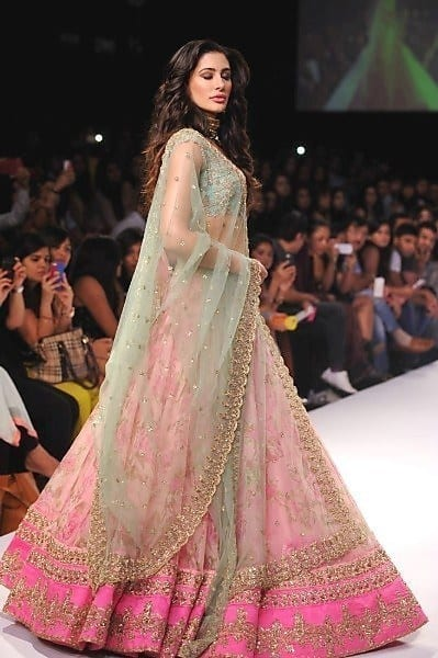 23-Nargis-Fakhri-in-a-Dreamy-Wedding-Dress Nargis Fakhri Outfits-32 Best Looks of Nargis Fakhri to Copy