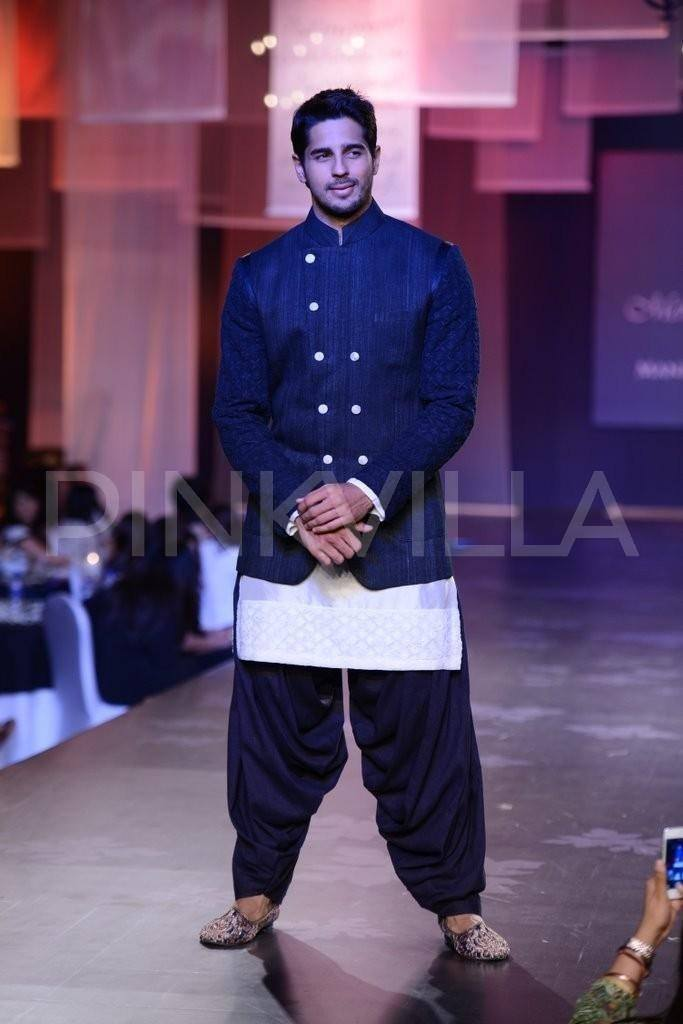 27-His-Mijwan-Fashion-Show-Outfit-683x1024 Sidharth Malhotra Outfits-30 Best Dressing styles of Sidharth Malhotra to Copy