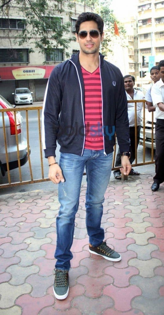3-His-Blissful-and-Energetic-Outfit-1-533x1024 Sidharth Malhotra Outfits-30 Best Dressing styles of Sidharth Malhotra to Copy