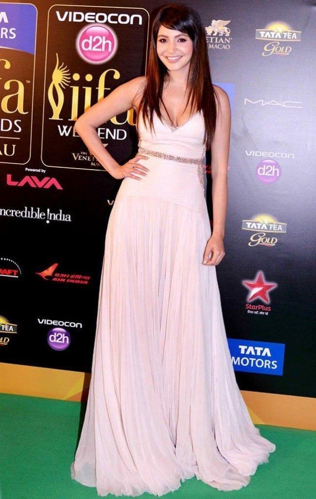30-Anushka-in-a-Stunningly-Simple-White-Gown-648x1024 Anushka Sharma Outfits-32 Best Dressing Styles of Anushka Sharma