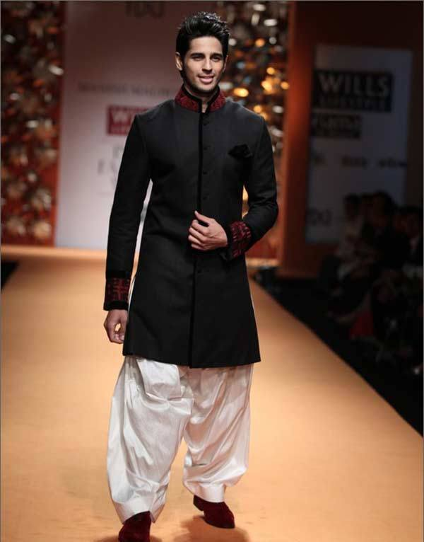 30-His-Manish-Malhotra-Outfit-on-Lakme-Fashion-Week-1 Sidharth Malhotra Outfits-30 Best Dressing styles of Sidharth Malhotra to Copy