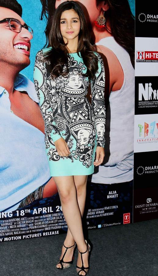 4-Cultural-Pankaj-Nidhi-dress Alia Bhatt Outfits-32 Best Dressing Styles of Alia Bhatt