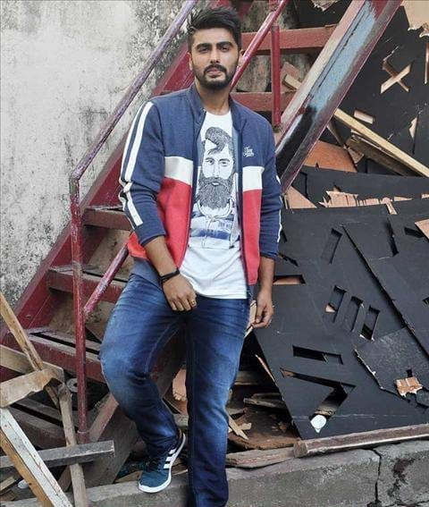 5-In-a-Cool-Teen-Outfit Arjun Kapoor Outfits-30 Best Dressing Styles of Arjun Kapoor to Copy