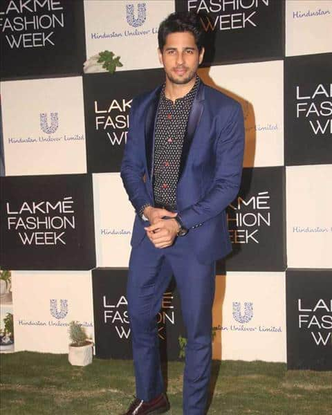 7-An-Appealing-and-Sophisticated-Suit-Outfit Sidharth Malhotra Outfits-30 Best Dressing styles of Sidharth Malhotra to Copy