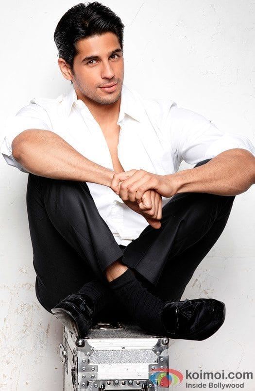 8-An-Enormously-Sexy-Formal-Outfit Sidharth Malhotra Outfits-30 Best Dressing styles of Sidharth Malhotra to Copy