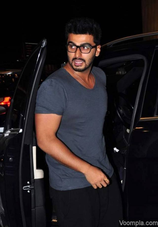 8-In-His-Bicep-Tight-T-shirt Arjun Kapoor Outfits-30 Best Dressing Styles of Arjun Kapoor to Copy