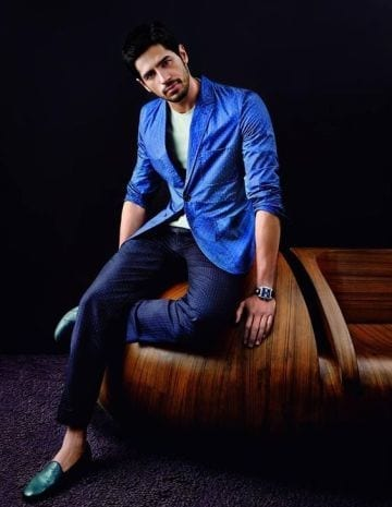 9-A-Classic-Royal-Blue-Jacket-Outfit Sidharth Malhotra Outfits-30 Best Dressing styles of Sidharth Malhotra to Copy