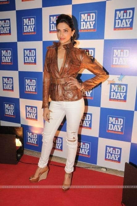 Deepika_Padukone1 20 Indian Celebrities Ripped Jeans Styles to Copy This Year