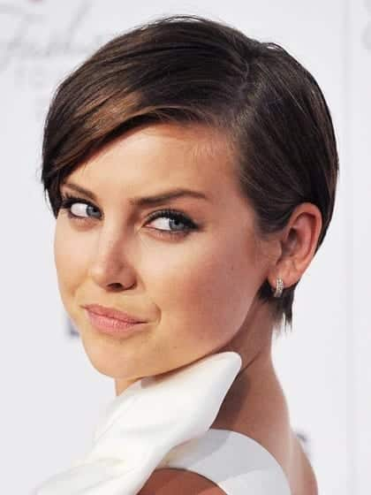 heart-face-shape-hairstyles-jessica-stroup 20 Best Hairstyles for Heart Shaped Face Women