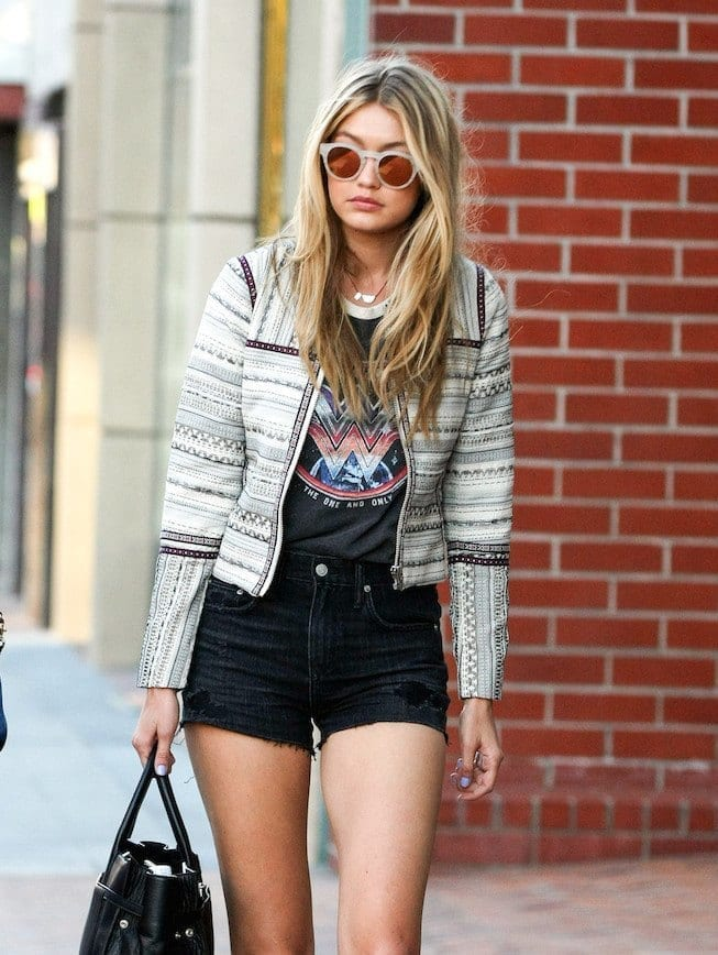 1-Her-Most-Dreamy-Casual-Shorts-Outfit Gigi Hadid Outfits-28 Best Looks of Gigi Hadid This Year