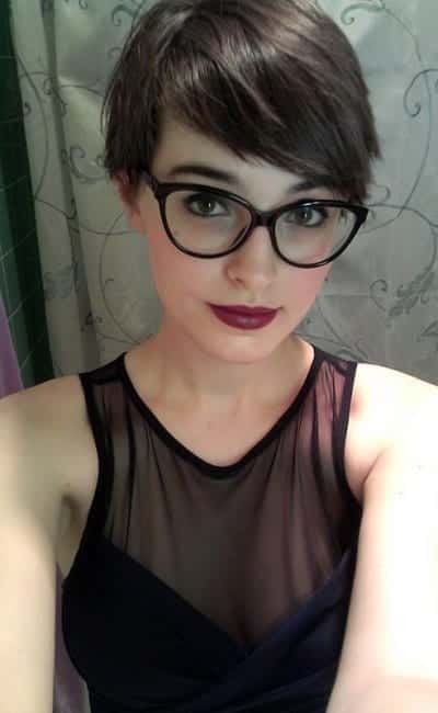 1-The-Sexiest-Hairdo-for-Glassic-Ladies 37 Cute Hairstyles for Women with Glasses this Year