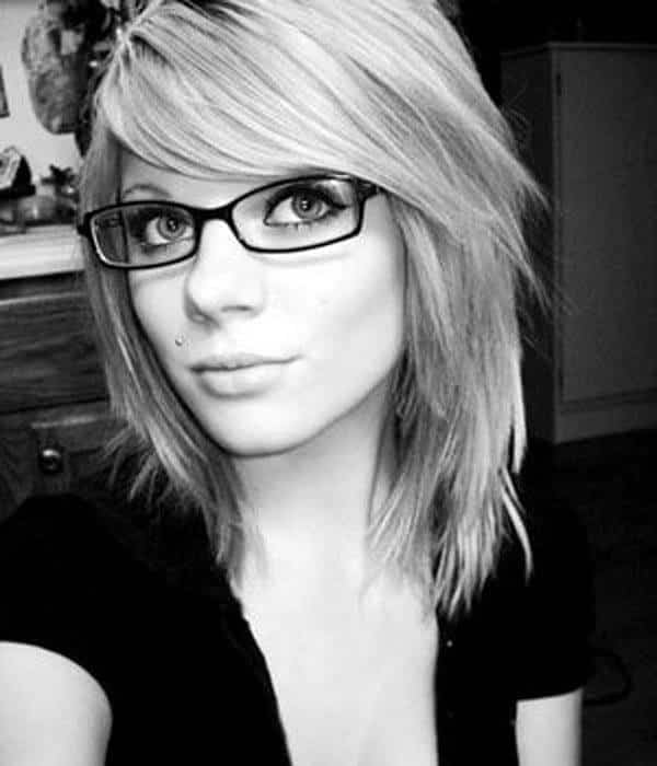 13-Long-Shreds-of-Pixie-Cut-2 37 Cute Hairstyles for Women with Glasses this Year
