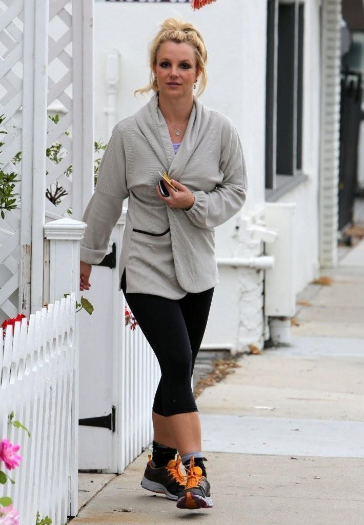 15-A-Short-Legging-Workout-Style-710x1024 Britney Spears Outfits-25 Best Dressing Styles of Britney to Copy