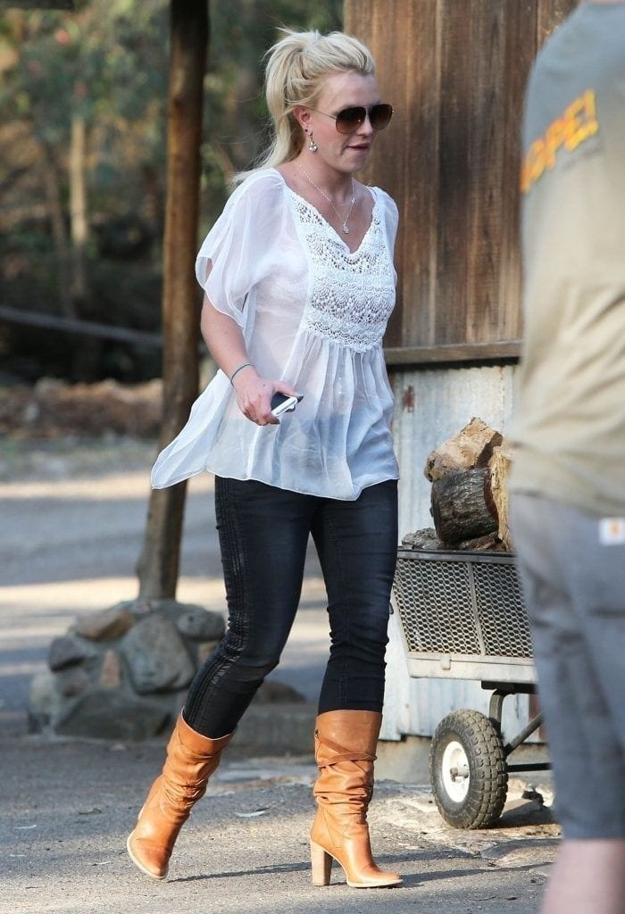 16-A-David-Lucado-Outfit-with-SuedeBoots-700x1024 Britney Spears Outfits-25 Best Dressing Styles of Britney to Copy