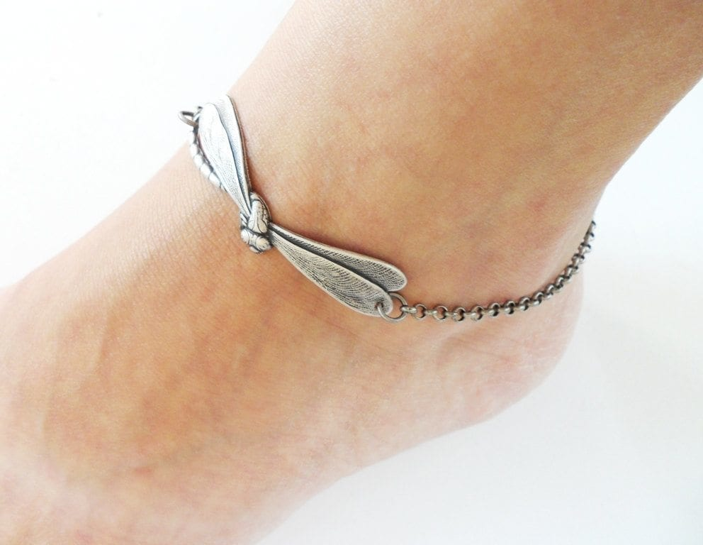 16-The-Dragonfly-Coolness Cute Ankle Bracelets-19 Ideas how to Wear Ankle Bracelets