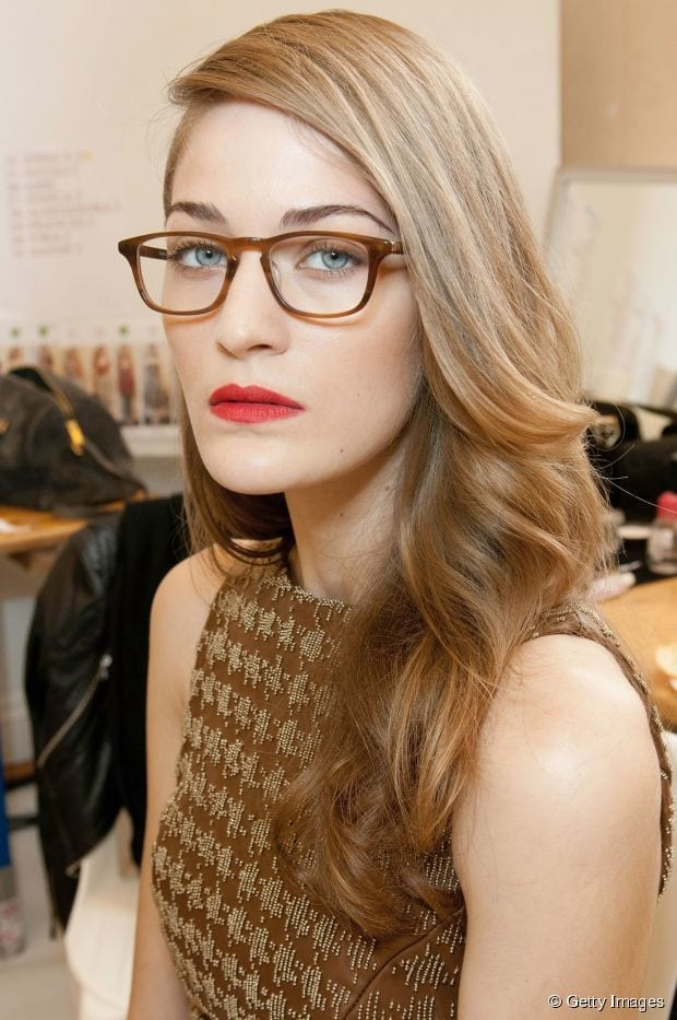 17-Gorgeous-Blond-One-sided-Hairdo 37 Cute Hairstyles for Women with Glasses this Year