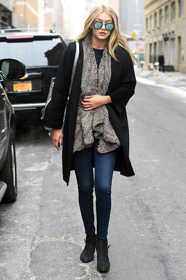 18-The-Best-of-Jeans-Style-To-Date Gigi Hadid Outfits-28 Best Looks of Gigi Hadid This Year