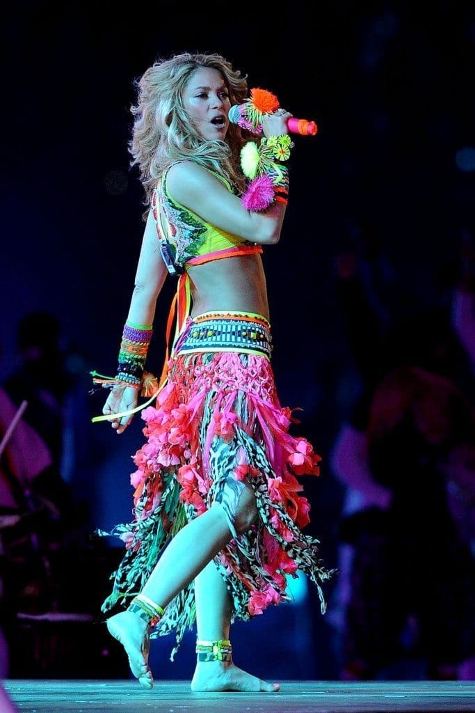 19-A-Popping-Neon-Outfit-683x1024 Shakira Outfits - 25 Best Dressing Styles of Shakira to Copy