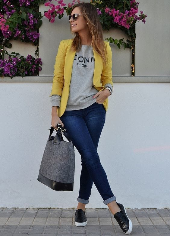 2-With-A-Simplistic-Office-Style Graphic Tee Ideas-20 Stylish Outfit Ideas with Graphic Tees