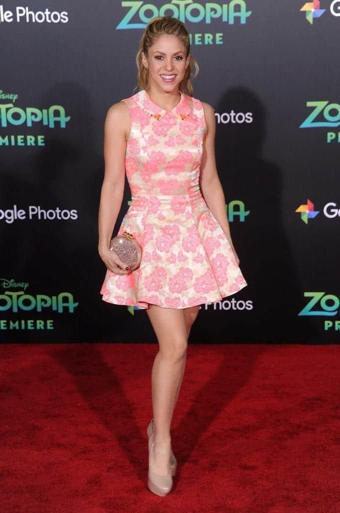 20-When-She-Dresses-in-Pink-679x1024 Shakira Outfits - 25 Best Dressing Styles of Shakira to Copy