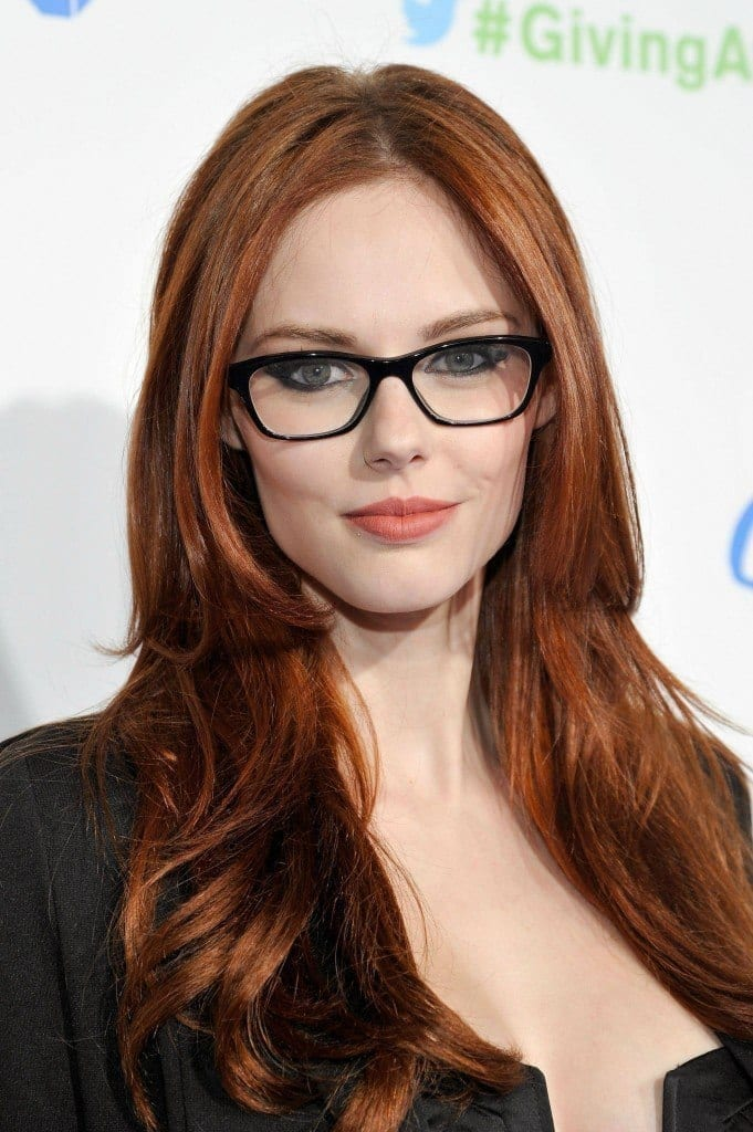 21-Gorgeous-Brunette-Straight-Hairdo-681x1024 37 Cute Hairstyles for Women with Glasses this Year