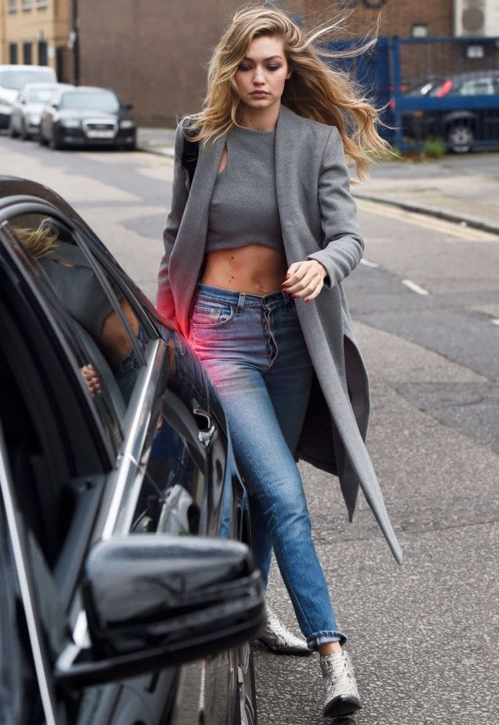 21-In-a-Sophisticated-Street-Style-706x1024 Gigi Hadid Outfits-28 Best Looks of Gigi Hadid This Year