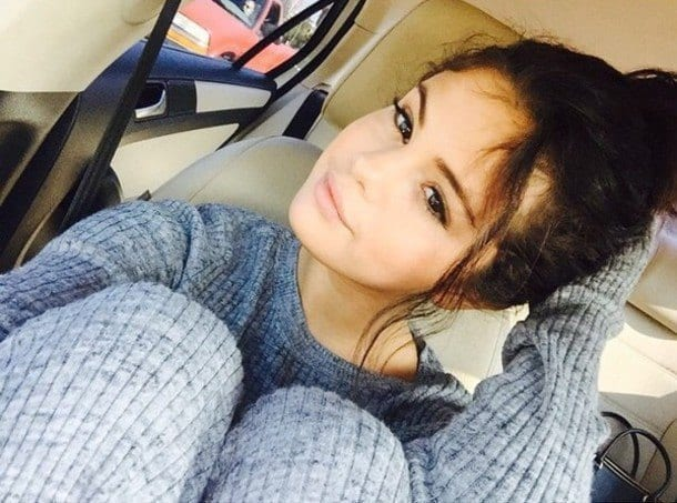 22-An-All-Sweater-Jumper-Style Selena Gomez Outfits-25 Best Dressing Styles of Selena to Copy