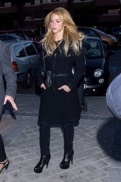 22-One-of-Her-Funeral-Outfits Shakira Outfits - 25 Best Dressing Styles of Shakira to Copy