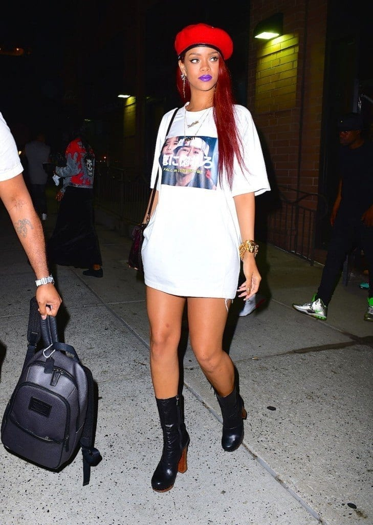 23-A-T-shirt-Outfit-with-Boots-729x1024 Rihanna Outfits-25 Best Dressing Styles of Rihanna to Copy