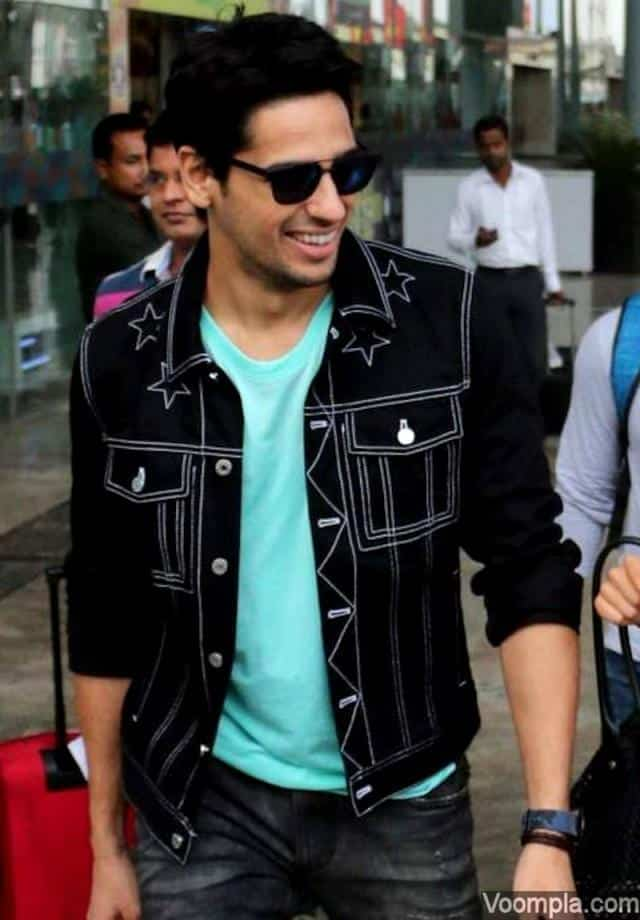 23-In-Simple-Smart-Casuals-for-Street-Look Sidharth Malhotra Outfits-30 Best Dressing styles of Sidharth Malhotra to Copy