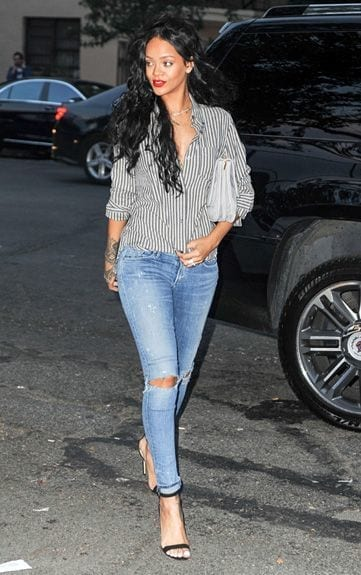 25-A-Ripped-Jeans-Summer-Style Rihanna Outfits-25 Best Dressing Styles of Rihanna to Copy