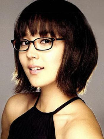 32-Cute-Short-Hairdo-with-Fringes 37 Cute Hairstyles for Women with Glasses this Year