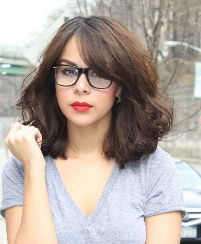 33-Fluffed-Hairdo-With-Stunning-Side-bangs 37 Cute Hairstyles for Women with Glasses this Year