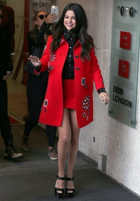 4-A-Coat-over-Mini-skirt-Outfit Selena Gomez Outfits-25 Best Dressing Styles of Selena to Copy