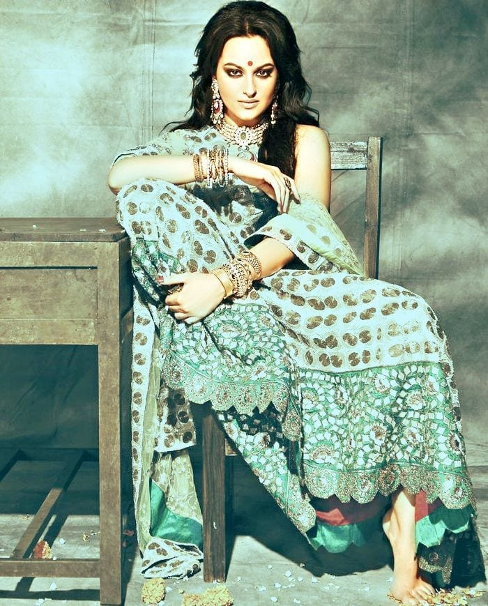 4492e4b0f3678688030ef953563826b1 Sonakshi Sinha Outfits-25 Dressing Styles of Sonakshi to Copy