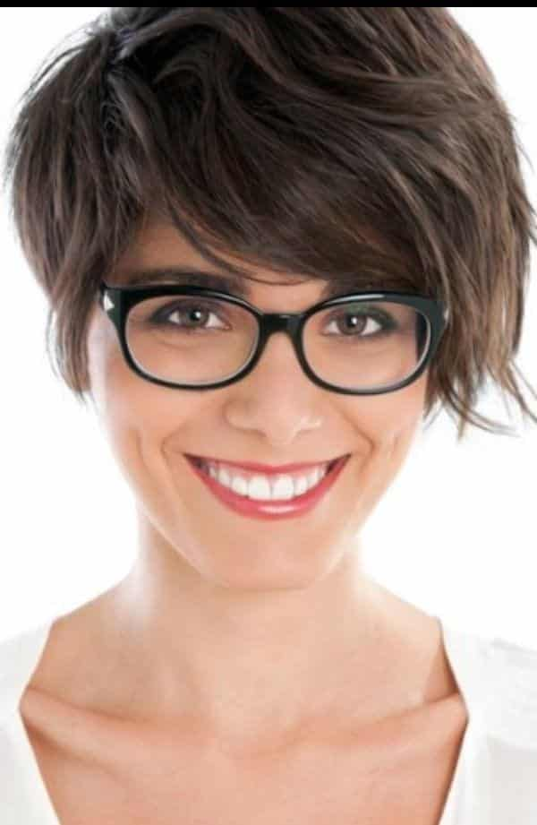 5-Downfall-Pixie-Cut-for-Women 37 Cute Hairstyles for Women with Glasses this Year