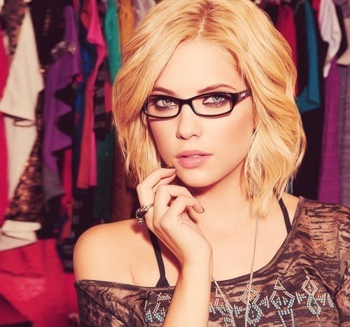 9-Classic-Round-Hairstyle-for-Women 37 Cute Hairstyles for Women with Glasses this Year