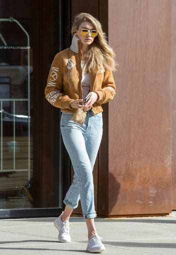 9-In-Her-Bossiest-and-Most-Gorgeous-Look Gigi Hadid Outfits-28 Best Looks of Gigi Hadid This Year