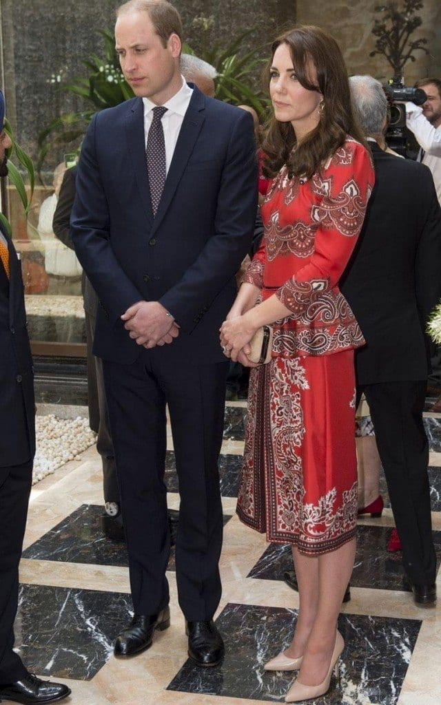Duchess-of-Cambridge-in-Mum-xlarge-640x1024 Kate Middleton's Outfits-25 Best Dressing Styles Of Kate To Copy