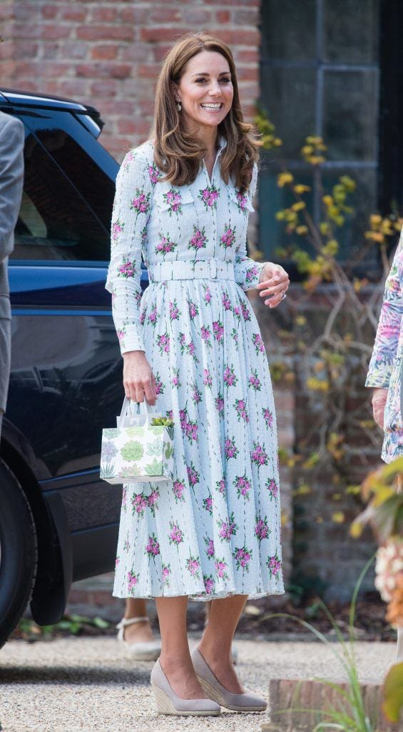 Kate-middleton-pastel-floral-dress-565x1024 Kate Middleton's Outfits-25 Best Dressing Styles Of Kate To Copy