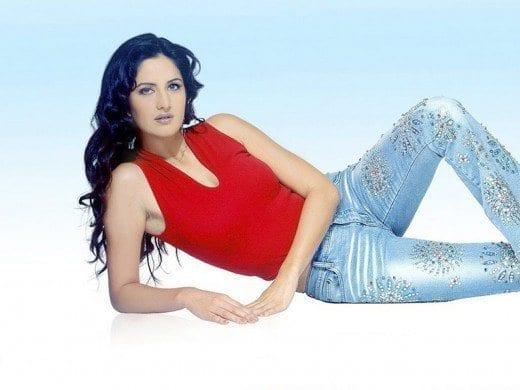 Katrina-Kaif-Jeans-Tee-shirt-520x390 Katrina Kaif Outfits-25 Dressing Styles of Katrina Kaif to Copy
