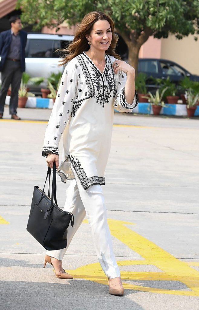 catherine-duchess-of-cambridge-in-Ethnic-wear-658x1024 Kate Middleton's Outfits-25 Best Dressing Styles Of Kate To Copy
