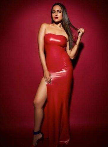 sonakshi-senh-pictures16-366x500 Sonakshi Sinha Outfits-25 Dressing Styles of Sonakshi to Copy