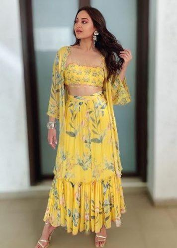 sonakshi-senh-pictures27-356x500 Sonakshi Sinha Outfits-25 Dressing Styles of Sonakshi to Copy